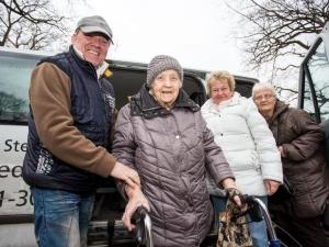 Berliner Sparkasse sammelt Spenden für Busse der Berliner Mobilitätshilfedienste der Diakonie