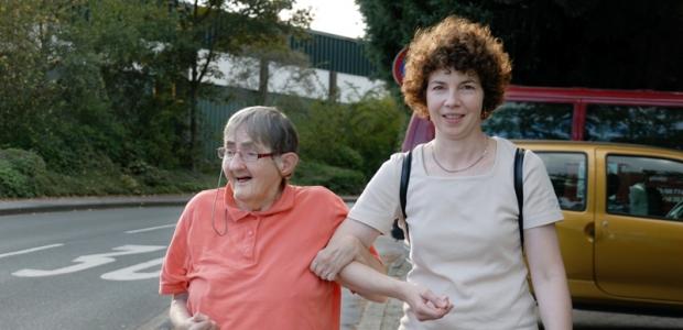 Menschen mit geistigen Behinderungen finden in den Diakonie Haltestellen Berlin Angebote in Einzel- oder Gruppenbetreuung