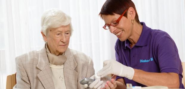 Ihre Diakonie-Stationen bieten Ihnen häusliche Krankenpflege an.